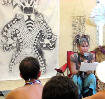 Alicia Danforth delivering her 2007 Palenque Norte Lecture at the Burning Man Festival